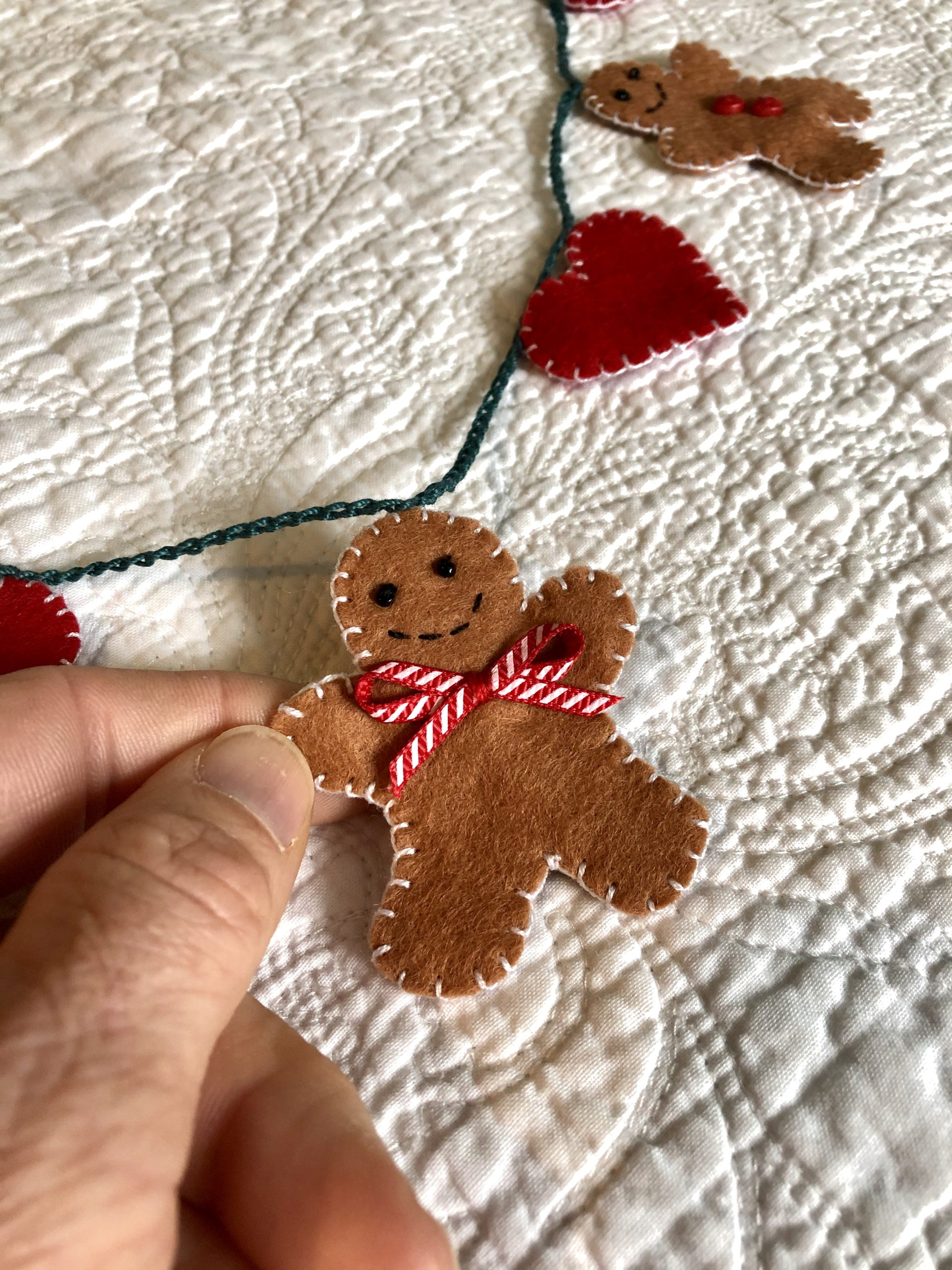 Mini gingerbread and heart garland.