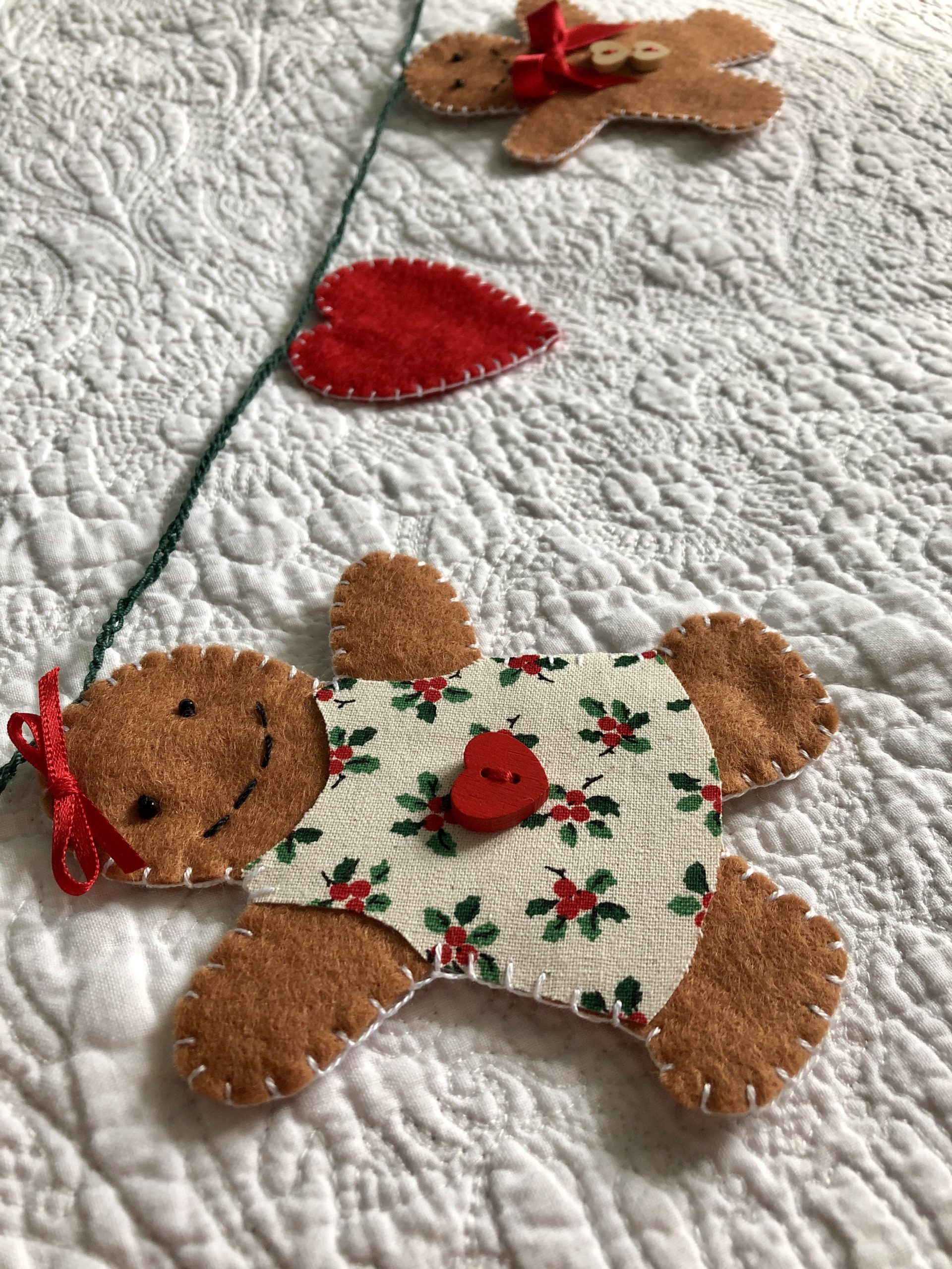 Gingerbread and heart garland.