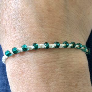 Single strand, fully adjustable bracelet with glass beads. Handmade using 100% cotton. Eco-friendly and fully recyclable.